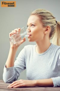 Drink more water is helps to lose weight without exercise | Fitneset
